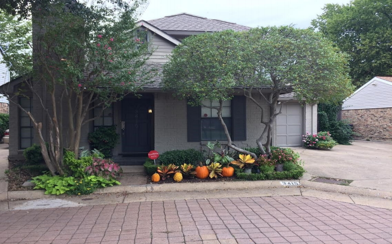 October 2015 Yard of the Month